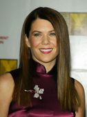 "Lauren Graham Yes, the little girl who played Laura on 'Little House On the Praire'. Is now all grown up, she is also the President of the Screen Actors Guild. She has definitly feeled out. Foto 30 (Лорэн Грэхам Да, девочку, которая играла Лаура на ""домик на Прэр"".  Фото 30)"